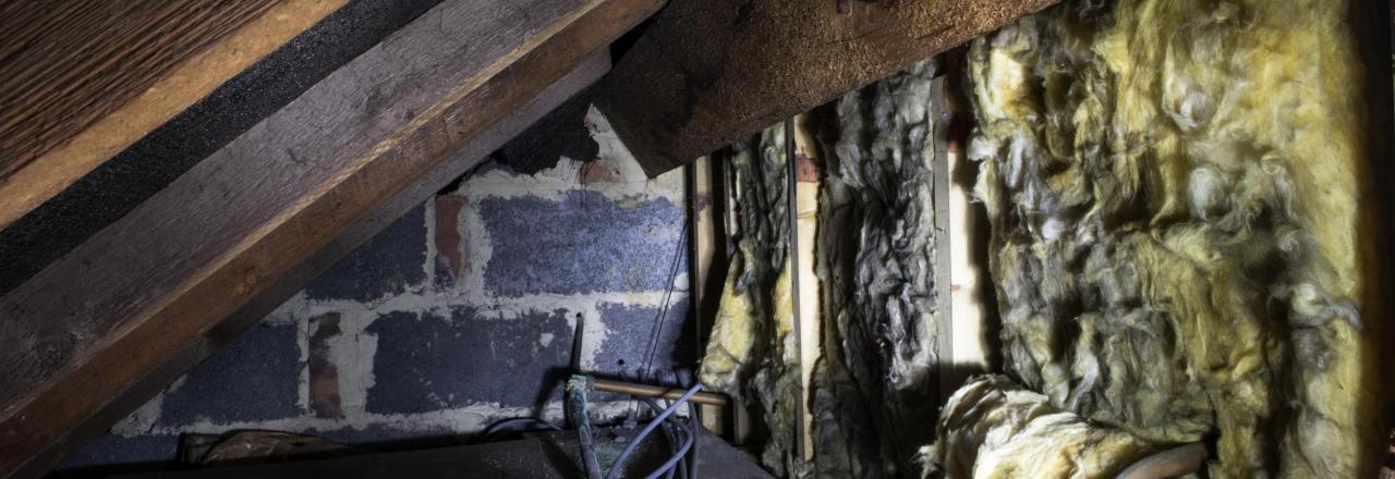 dirty attic kneewall insulation